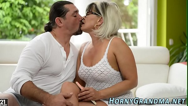 Granny blowjobs, Granny hd